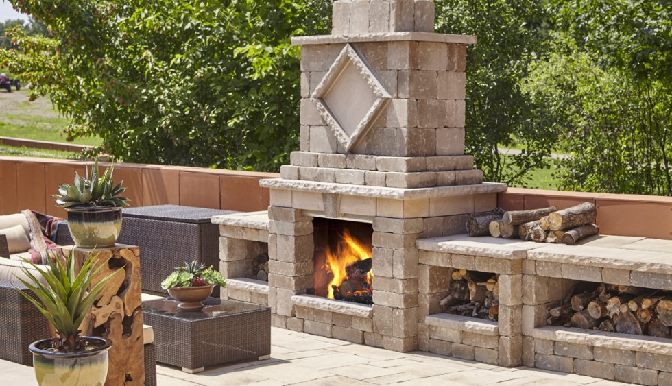 Bam! The Manchester makes a statement, and offers all sorts of practicality to an outdoor social living space!